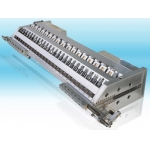 SHEET DIE WITH INTERNAL AND EXTERNAL DECKLE SYSTEM
